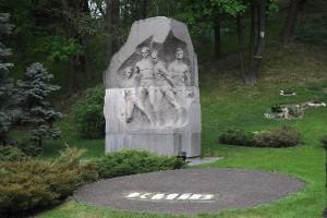 Monument commémorant les joueurs morts | © V&A Dudush