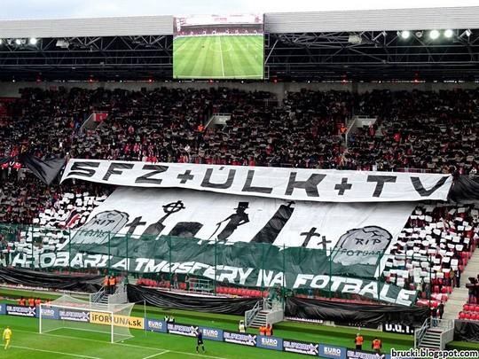 """SFZ + ULK + TV = Les fossoyeurs de l'atmosphère dans le football"" - La SFZ est l'association de football slovaque tandis que l'ULK est la ligue de football en Slovaquie. | © brucki.blogspot.hr"