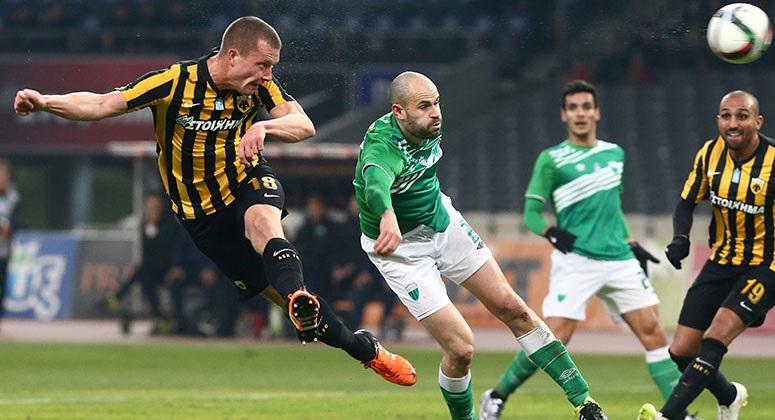 Jakob Johansson représente le bon début de saison de l'AEK. / © aekfc.gr
