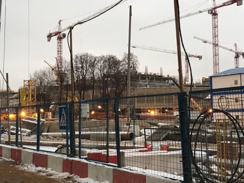 Toujours des travaux Prospekt Leningradsky pour la future VTB-Arena