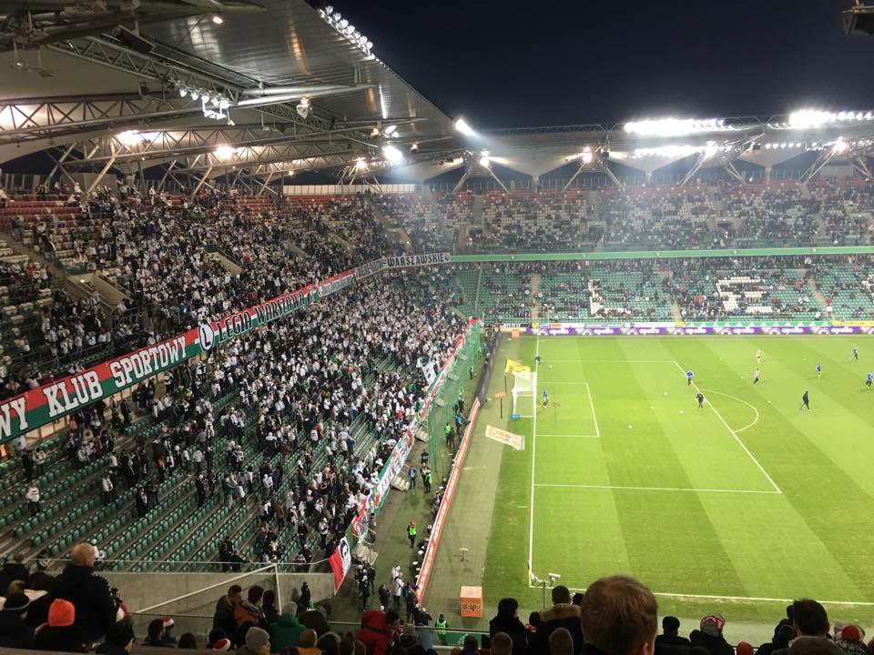 Les Ultras se préparent avant l'hymne. |©Adrien Laëthier / Footballski