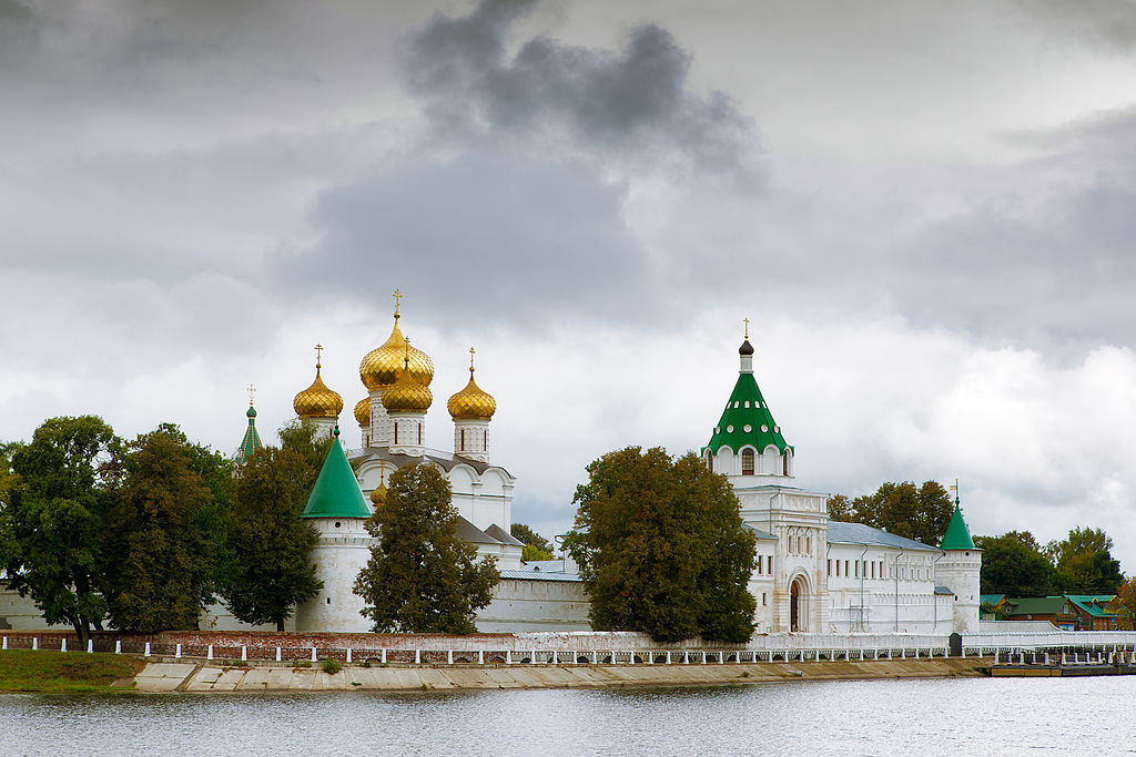 Le monastère d'Ipatiev. / Anton Zelenov