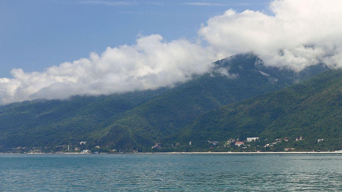Gagra vue des rives de la mer noire | © Hons084 / Wikimedia Commons