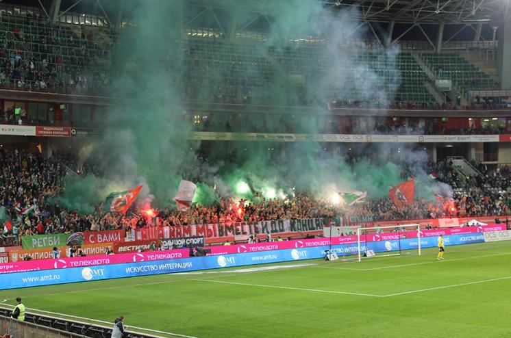Les ultras du Loko font le spectacle | © Adrien Morvan / Footballski