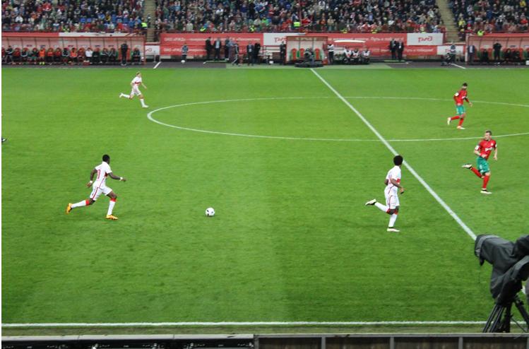 Le début du contre assassin mené par Promes, Zuev et Zé Luís | © Adrien Morvan / Footballski