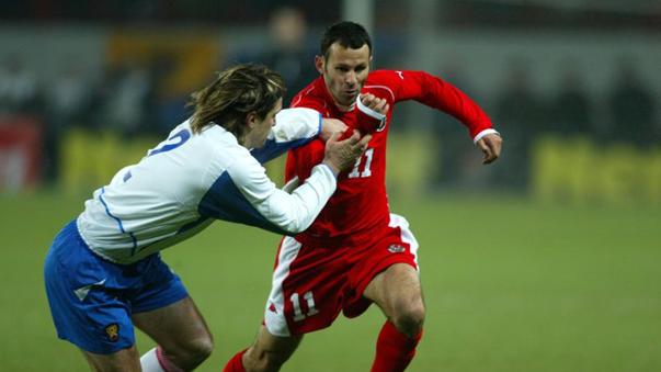 Evseïev au duel avec Giggs | © sport-express.ru