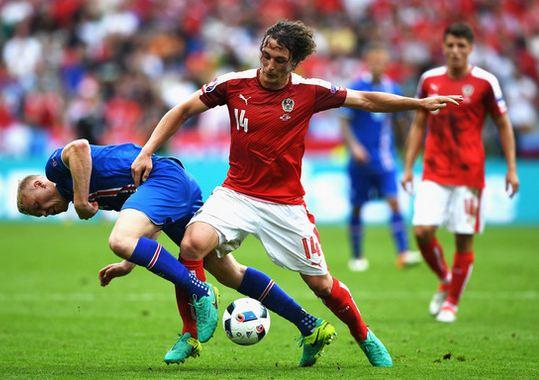 Ici à la lutte avec l'Islandais Sigthorsson, le milieu de Mayence a gratté de nombreux ballons durant cet Euro.