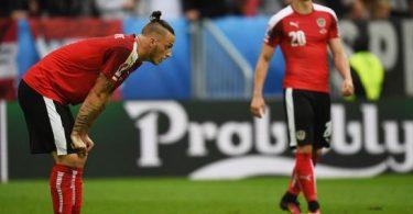 Marko Arnautovic et Marcel Sabitzer ne peuvent que constater les dégâts : ils sont éliminés de l'Euro sans gloire.