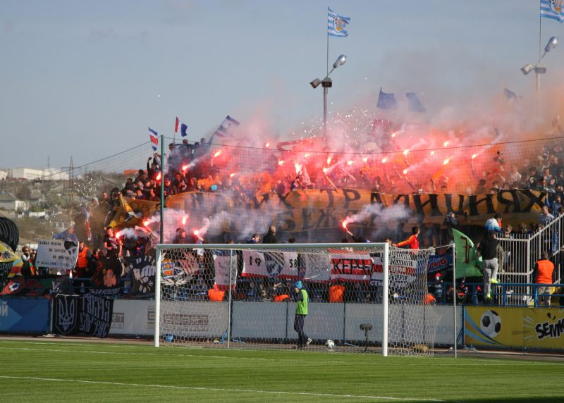 Les Ultras du Tavria en plein spectacle pyrotechnique © collection d'Oleg