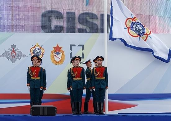 Cérémonie d'ouverture du championnat de parachutisme militaire Ⓒ function.mil.ru