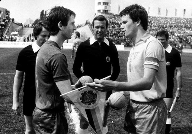 Bernd Stumpf (au centre) lors de la finale de la Coupe d'Allemagne de l'Est 1981 entre le Lokomotiv Leipzig et le FC Vorwärts Frankfurt an der Oder (score final : 4-1) | © Pixathlon