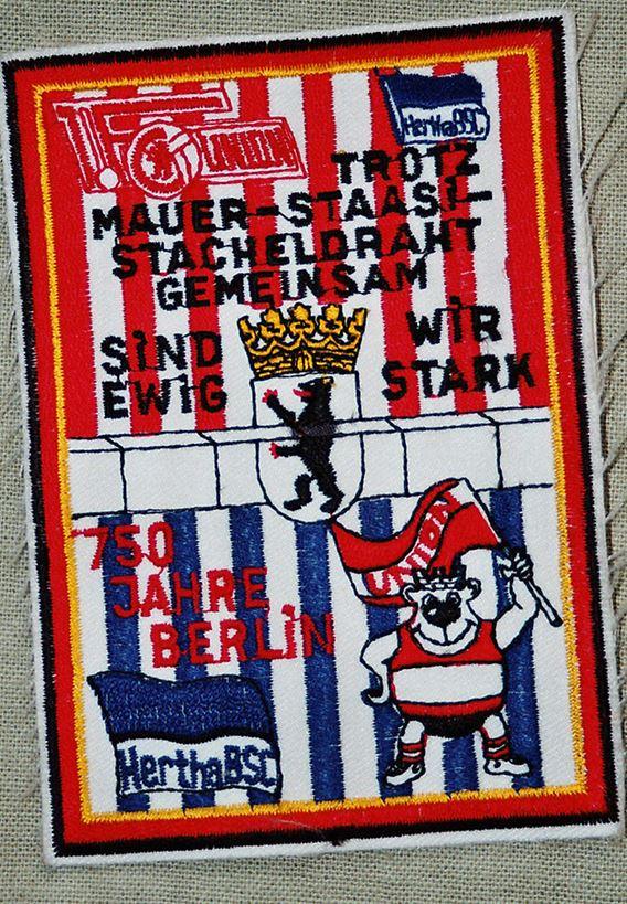 """Malgré le Mur, la Stasi et le Rideau de Fer, ensemble nous serons forts pour toujours"""" ((c) Archives de la Stasi)"""