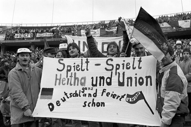 Des supporters du Hertha et de l'Union en 1990 ((c) Thomas Wattenberg/picture-alliance)
