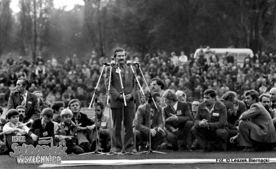 Lech Wałęsa lors d'un meeting organisé au milieu du Stadion Hutnik | © Leszek Biernacki / Solidarność